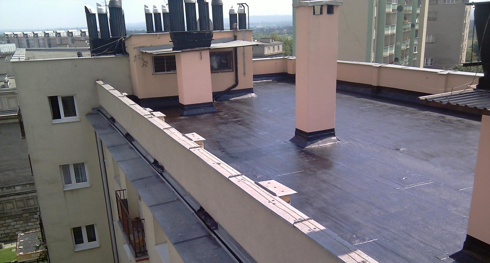 Izolacja przeciwwodna dachu masą bitumiczną